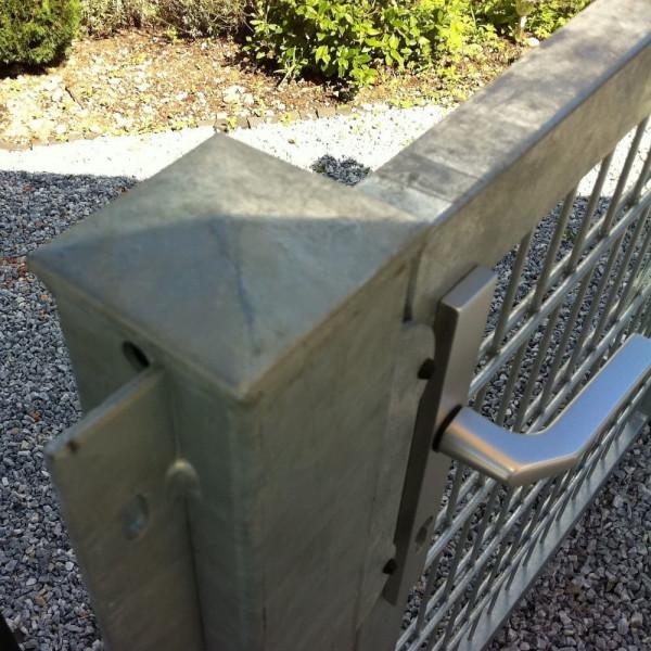 Zaunanschluß an Tor
