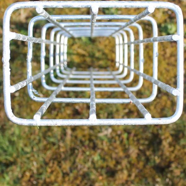 Ranksäule aus metall in verzinkt