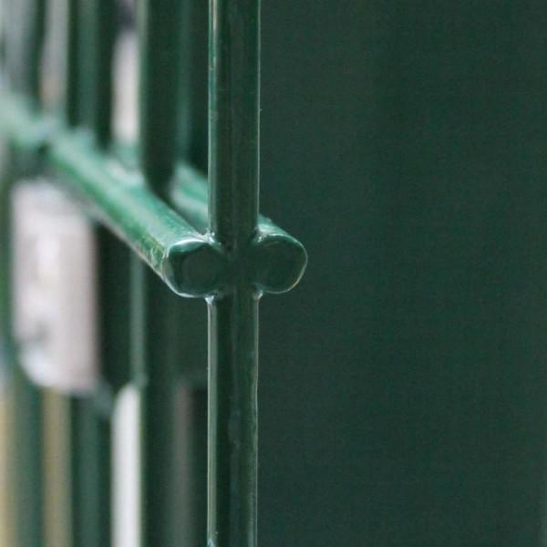 Zaun aus Doppelstabgitter in grün
