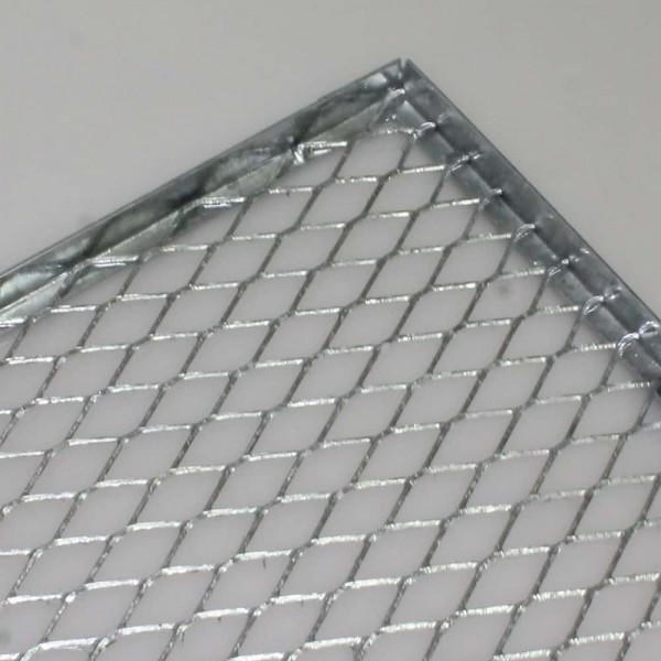 Streckmetall im Winkeleisen eingeschweißt