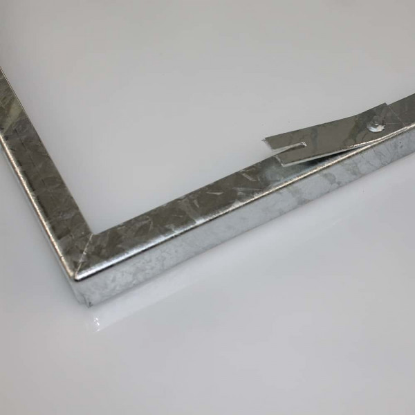 Zarge aus Metall in feuerverzinkt