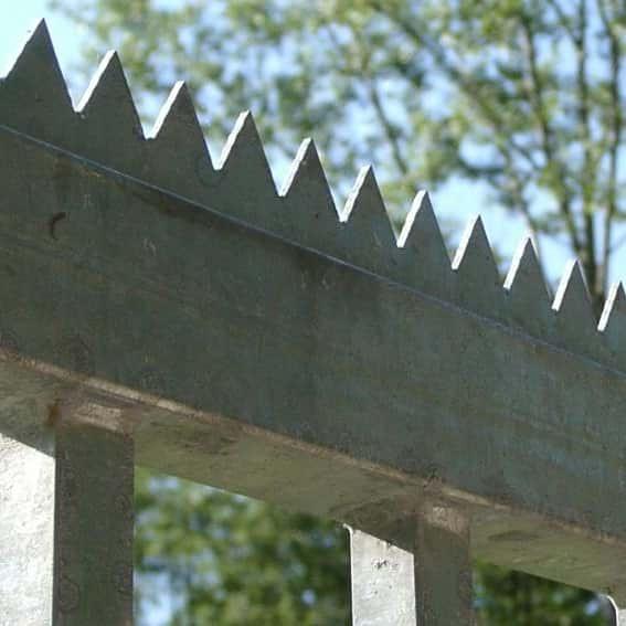Zackenleiste 1 Meter verzinkt 40 x 20 x 3,0 mm - zum aufschrauben