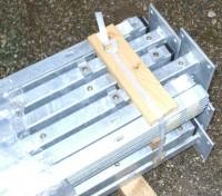 Stahlmattenpfosten mit Bodenplatte verzinkt
