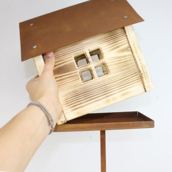 Rost Vogelhaus mit Holz Futterplatz