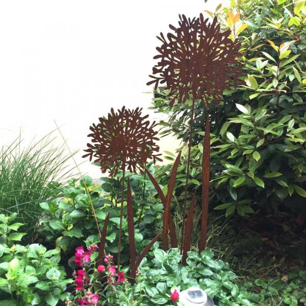 Schmucklilie aus Edelrost als Gartendekoration