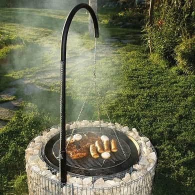 Grill Feuerstelle mit Steinrand