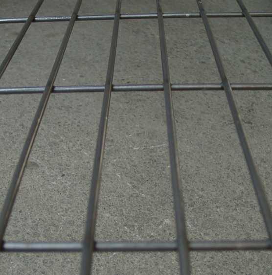Geschweißtes Gitter 50 x 200 mm in blank.